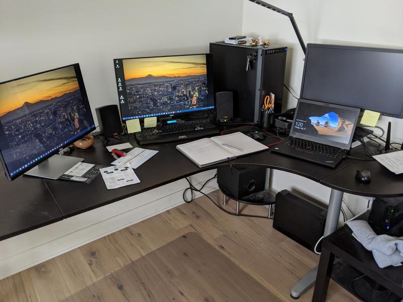 Desk (0)